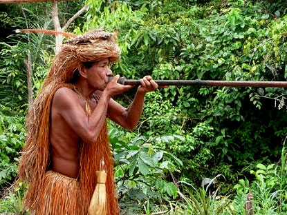 Yahua blowgun in Iquitos